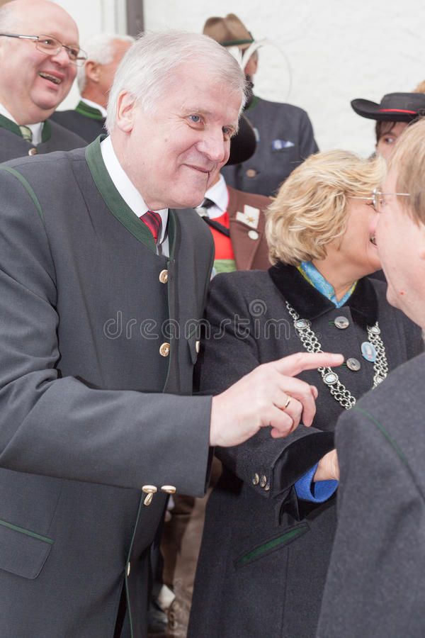 Primer ministro bávaro Horst Seehofer del CSU en la conversación fotografía de archivo
