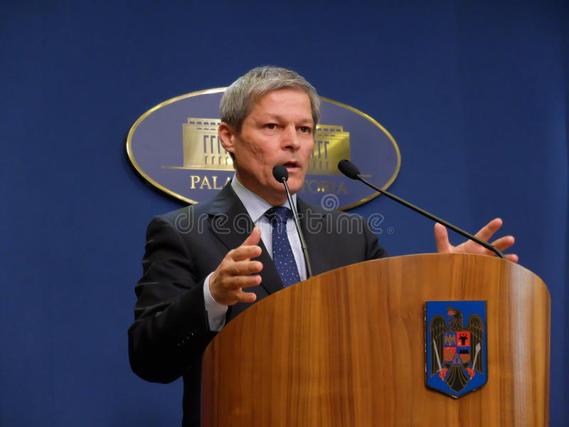 Primer ministro rumano Dacian Ciolos foto de archivo