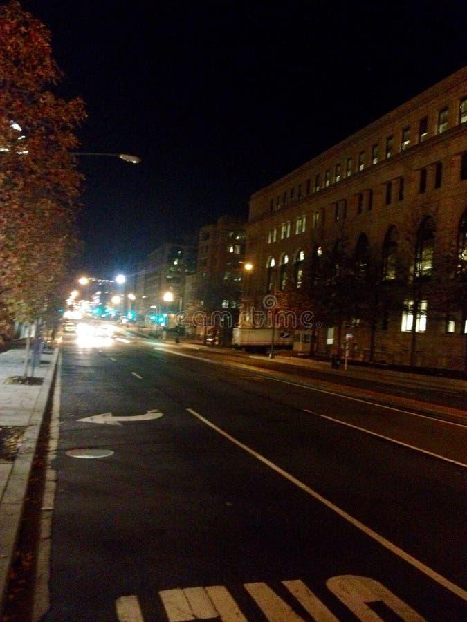 Primer NE de la calle en la madrugada imagenes de archivo