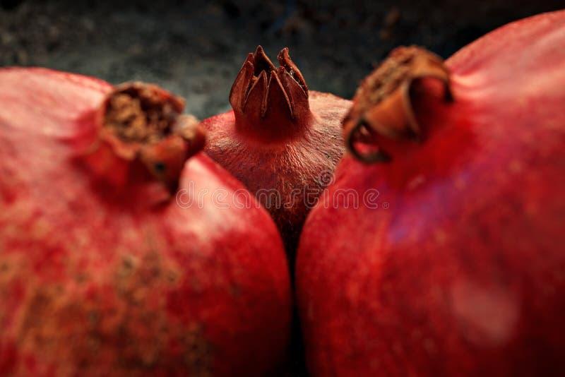 Primer rojo maduro de tres granadas fotos de archivo libres de regalías