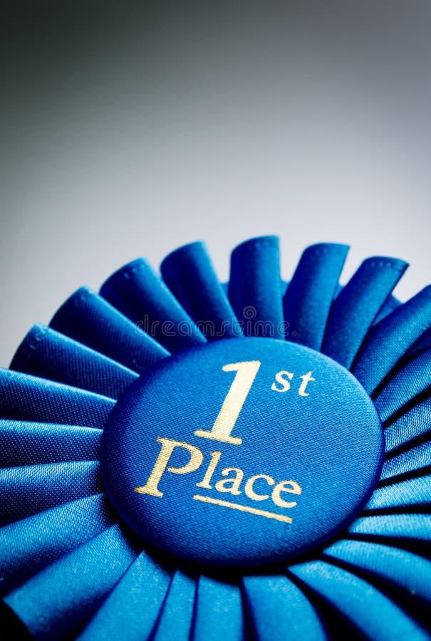 Primer rosetón del ganador del lugar del azul foto de archivo