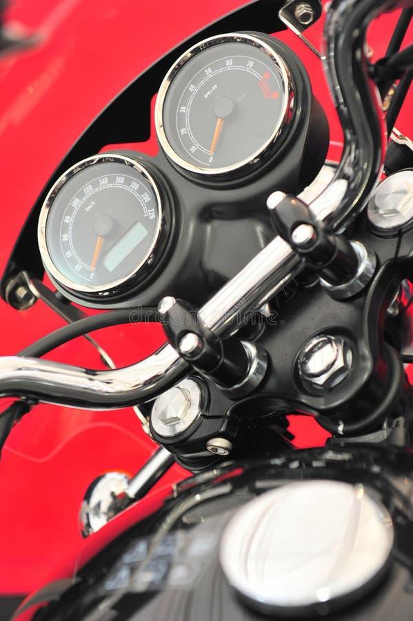 Carlinga de la motocicleta - revs y el kilometraje calibra el primer foto de archivo libre de regalías