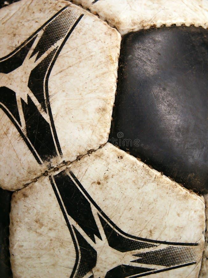 Primer sucio viejo del detalle del balón de fútbol fotos de archivo
