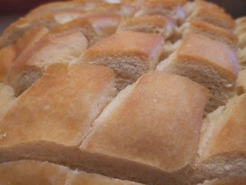 Primer tirado de cortes en pan de pan amargo fotografía de archivo
