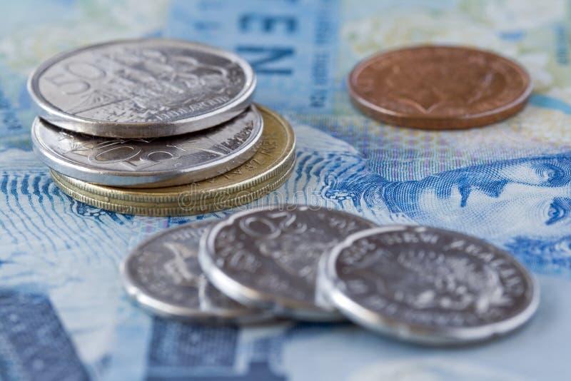 Primer tirado de las monedas y de las cuentas de Nueva Zelandia imagen de archivo libre de regalías