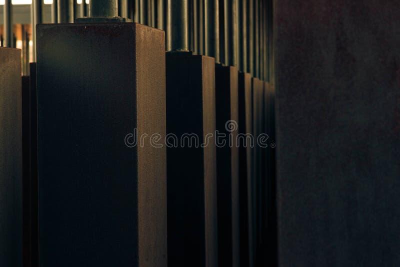 Primer tirado de pilares concretos grises foto de archivo libre de regalías