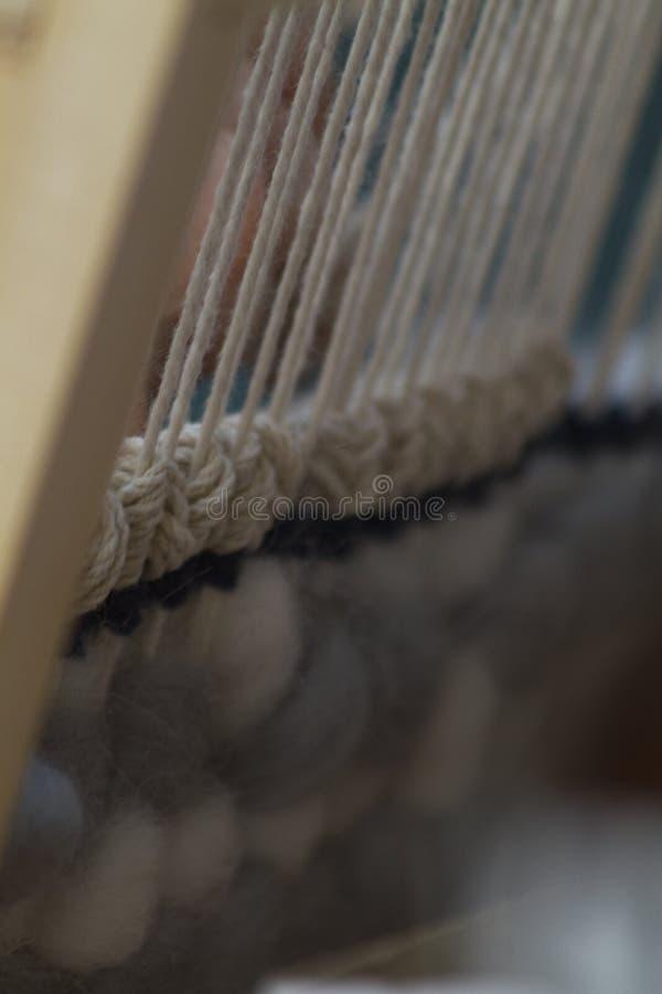 Primer vertical de la tapicería con el hilo beige imagen de archivo libre de regalías