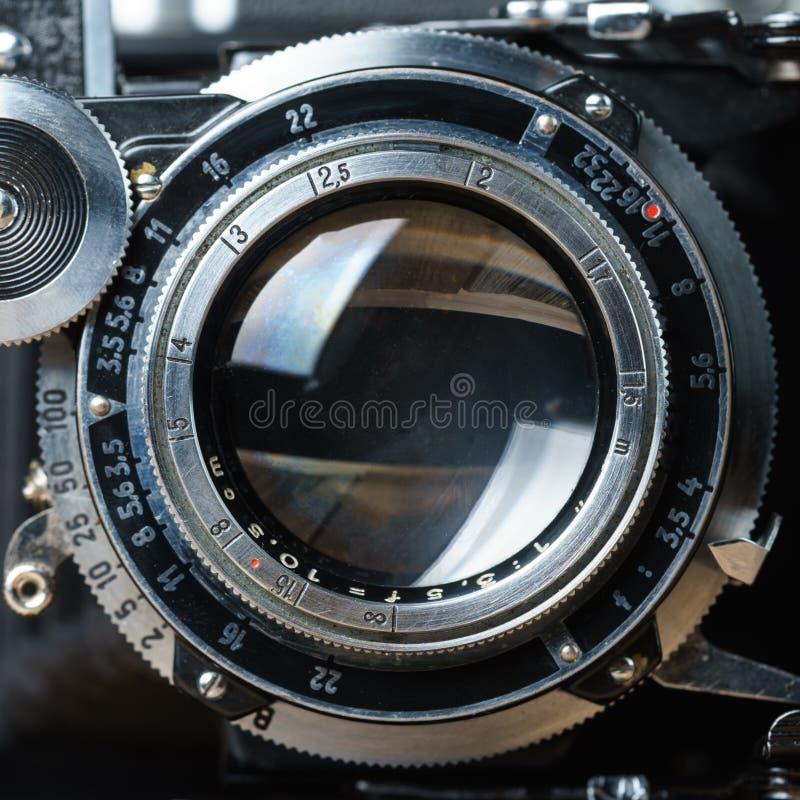 Primer viejo de la lente de cámara de plegamiento foto de archivo