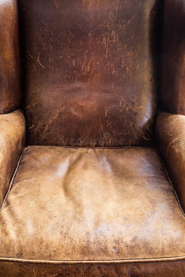 Primer viejo de la silla de cuero, textura marrón, diseño retro foto de archivo