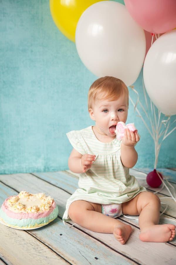 Primera fiesta de cumpleaños Niña linda fotos de archivo libres de regalías
