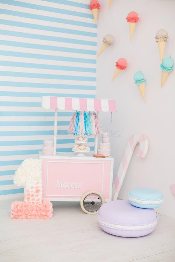 Primera fiesta de cumpleaños para la princesa de la niña fotos de archivo libres de regalías