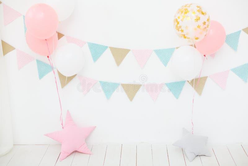 Primera fiesta de cumpleaños para la princesa de la niña fotos de archivo