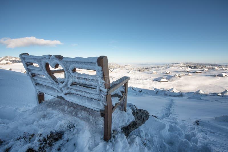 Primera nieve en Velika Planina, Kamnik, Eslovenia fotografía de archivo libre de regalías