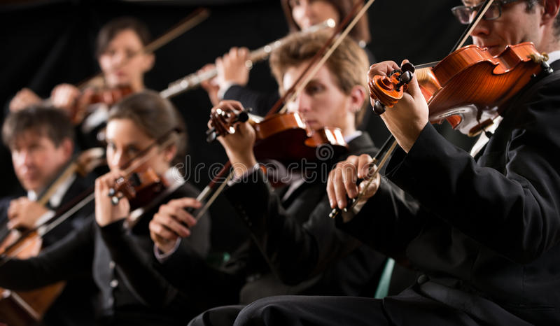 Primera sección de violín de la orquesta fotografía de archivo