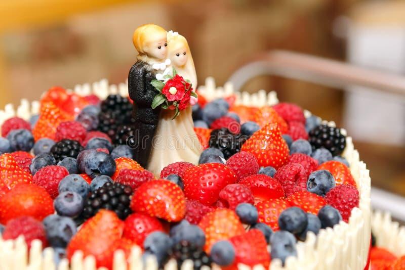 Primero del pastel de bodas imagenes de archivo