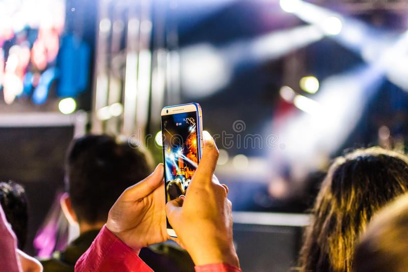 Primo giorno del festival di musica dorato annuale di Buttonwood nella città di Cinarcik - Turchia fotografie stock libere da diritti