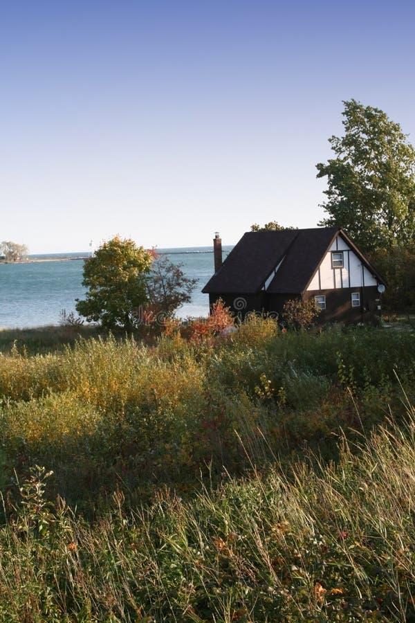 Primo mattino dal lato del lago fotografia stock libera da diritti