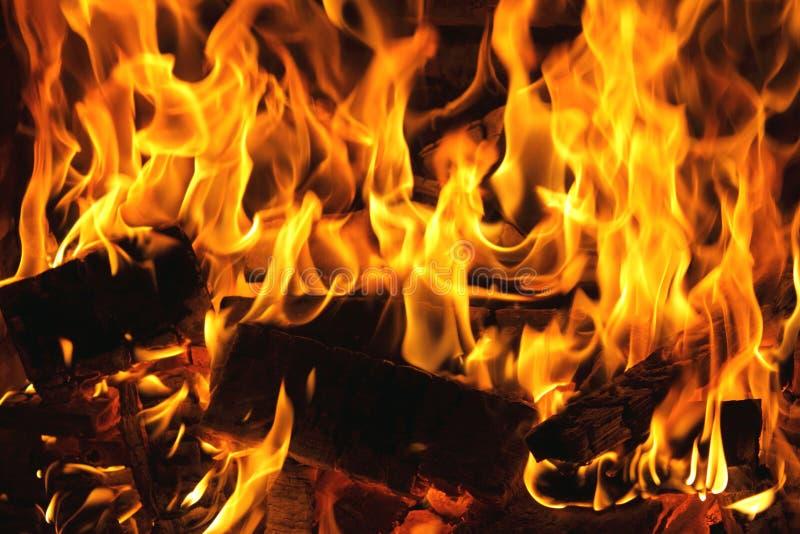 Primo piano bruciante del fuoco, camino immagine stock libera da diritti