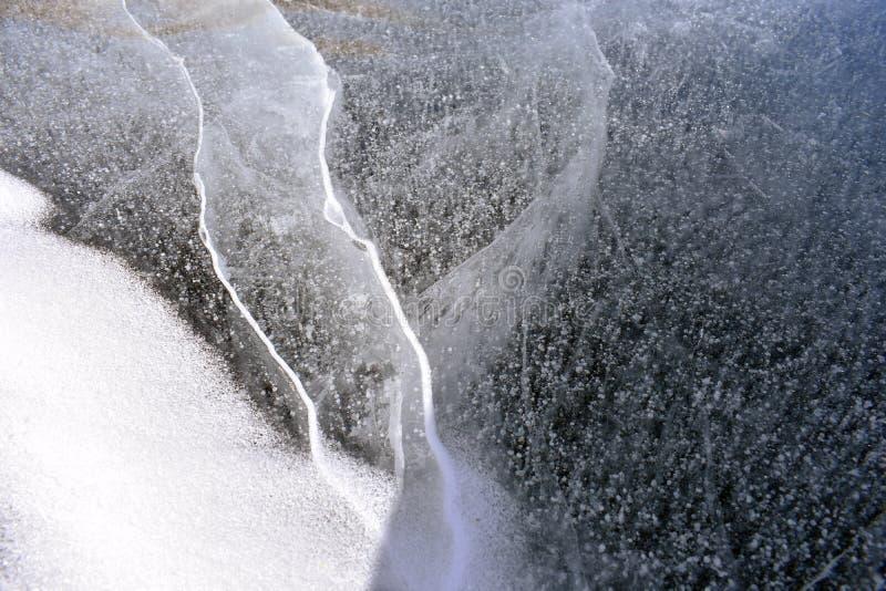 Primo piano congelato di formazione di ghiaccio del lago immagini stock libere da diritti