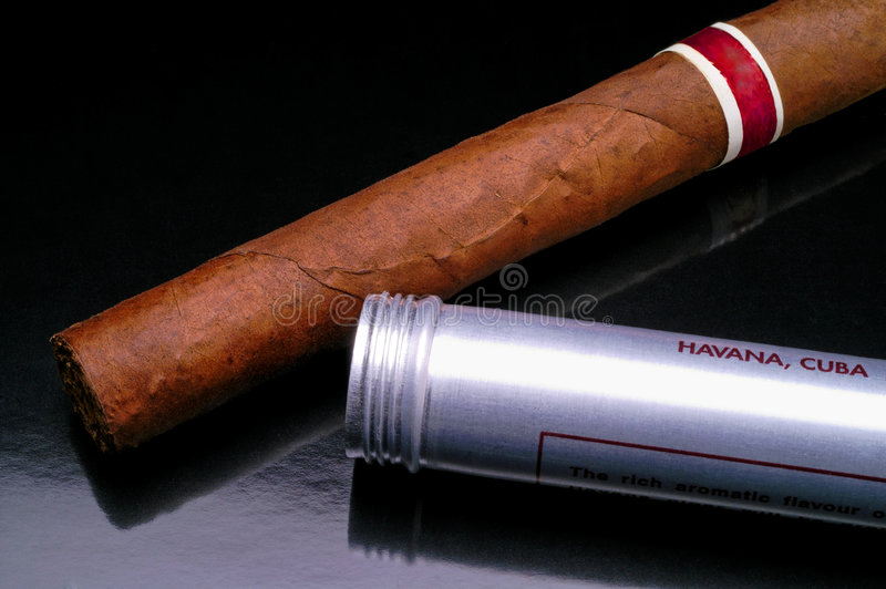 Primo piano cubano del sigaro (2) immagine stock libera da diritti