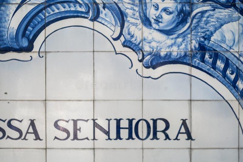 Primo piano dei azulejos, delle mattonelle blu e bianche tradizionali portoghesi immagine stock libera da diritti