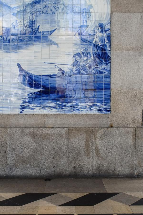 Primo piano dei azulejos nella stazione ferroviaria di bento del sao a Oporto, Portuga fotografia stock libera da diritti