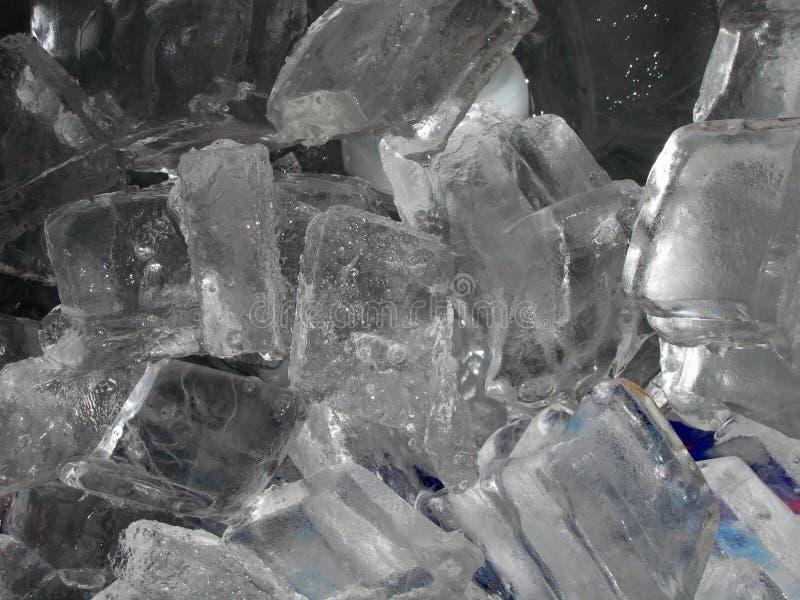 Primo piano dei cubi di ghiaccio fotografie stock