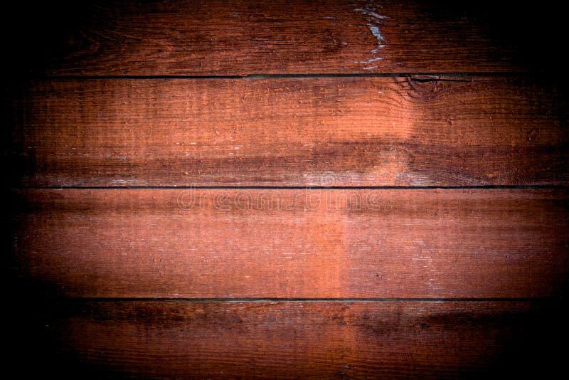 Primo piano dei pannelli di legno rossi usati come fondo, superficie rossa di legno tono d'annata con vignettatura immagine stock