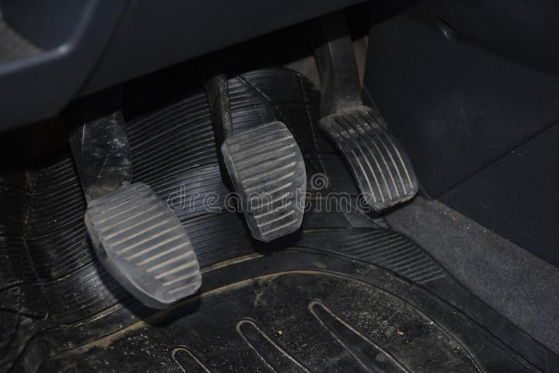 Primo piano dei pedali dell'automobile immagine stock libera da diritti