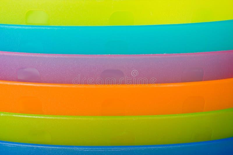 Primo piano dei piatti di plastica fotografie stock