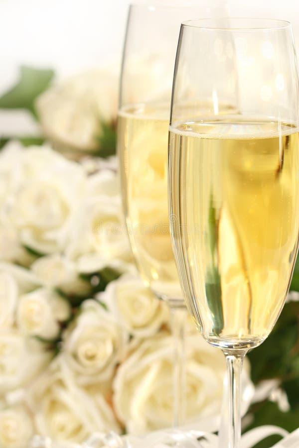 Primo piano dei vetri del champagne immagini stock libere da diritti