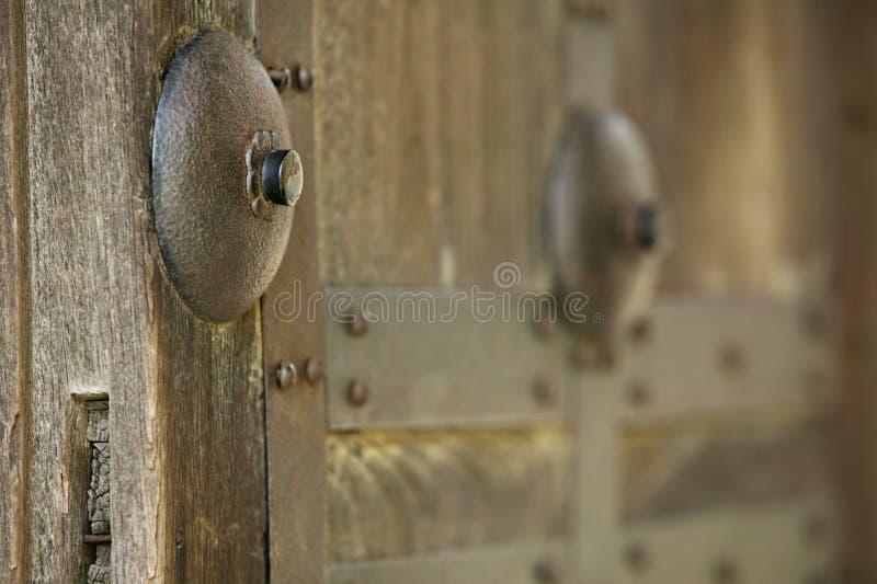 Primo piano del castello del Giappone Himeji del portone di legno fotografie stock libere da diritti