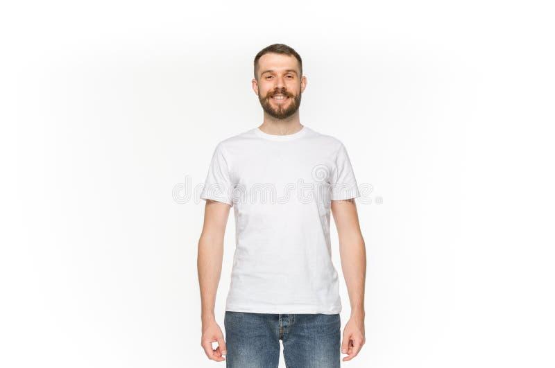 Primo piano del corpo del ` s del giovane in maglietta bianca vuota isolata su fondo bianco Derisione su per il concetto di proge fotografia stock