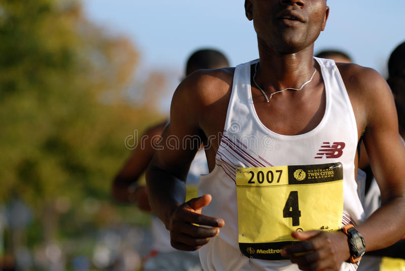 Primo piano del corridore di maratona dell'elite immagini stock libere da diritti