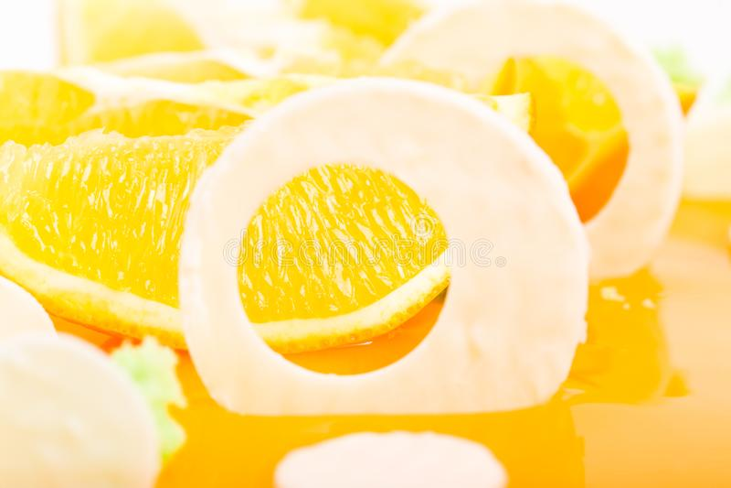 Primo piano del dolce arancio lustrato fotografia stock libera da diritti