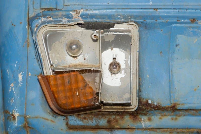 Download Primo Piano Del Fanale Posteriore Rotto Fotografia Stock - Immagine di ruggine, trasporto: 30832042