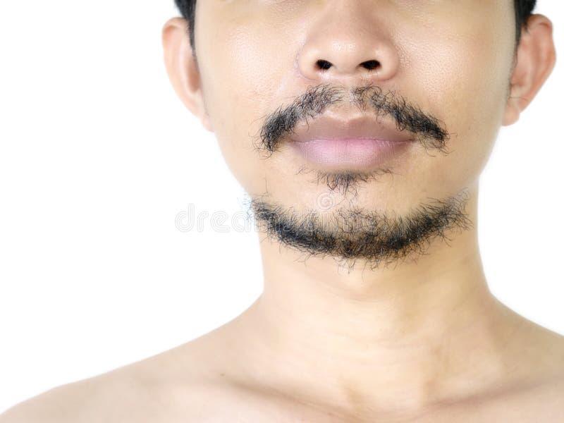 Primo piano del fronte maschio asiatico con la barba nera isolata su fondo bianco immagine stock libera da diritti