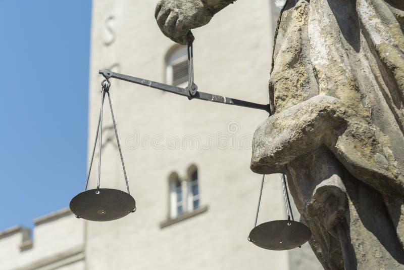 Primo piano del Justitia con le scale in sue mani fotografia stock libera da diritti