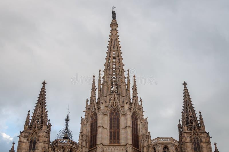 Primo piano del livello monumentale di Santa Creu Cathedral a Barcellona immagine stock libera da diritti