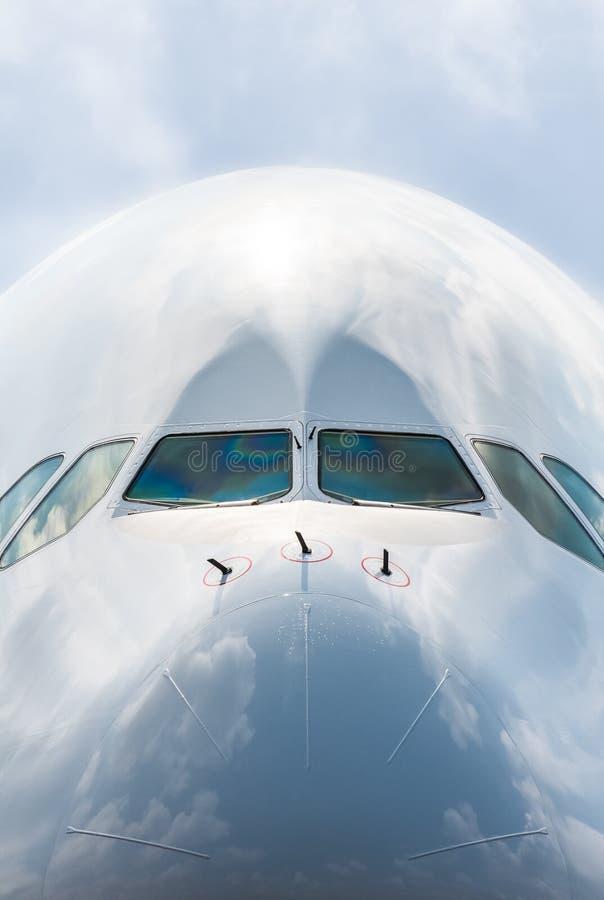 Primo piano del naso dell'aereo di linea fotografia stock