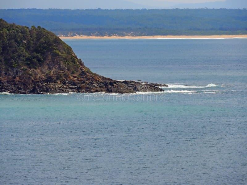 Primo piano del Nuovo Galles del Sud Australia del promontorio del punto di Bombora fotografie stock