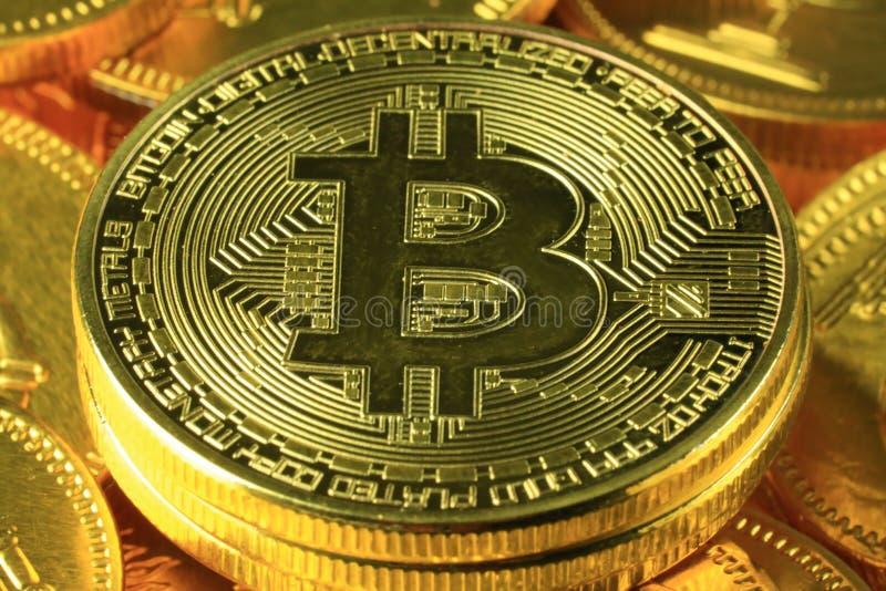 Primo piano del pagamento mondiale di Bitcoins fotografia stock libera da diritti