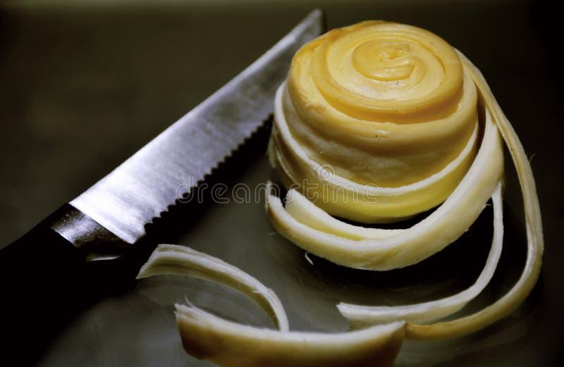 Primo piano del rotolo del formaggio di parenica di Syrova immagine stock