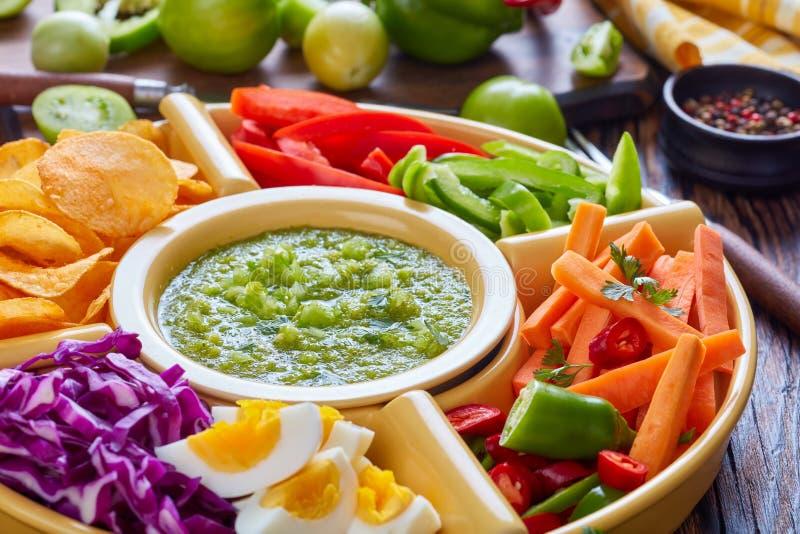 Primo piano del verde verde della salsa, vista superiore fotografie stock libere da diritti