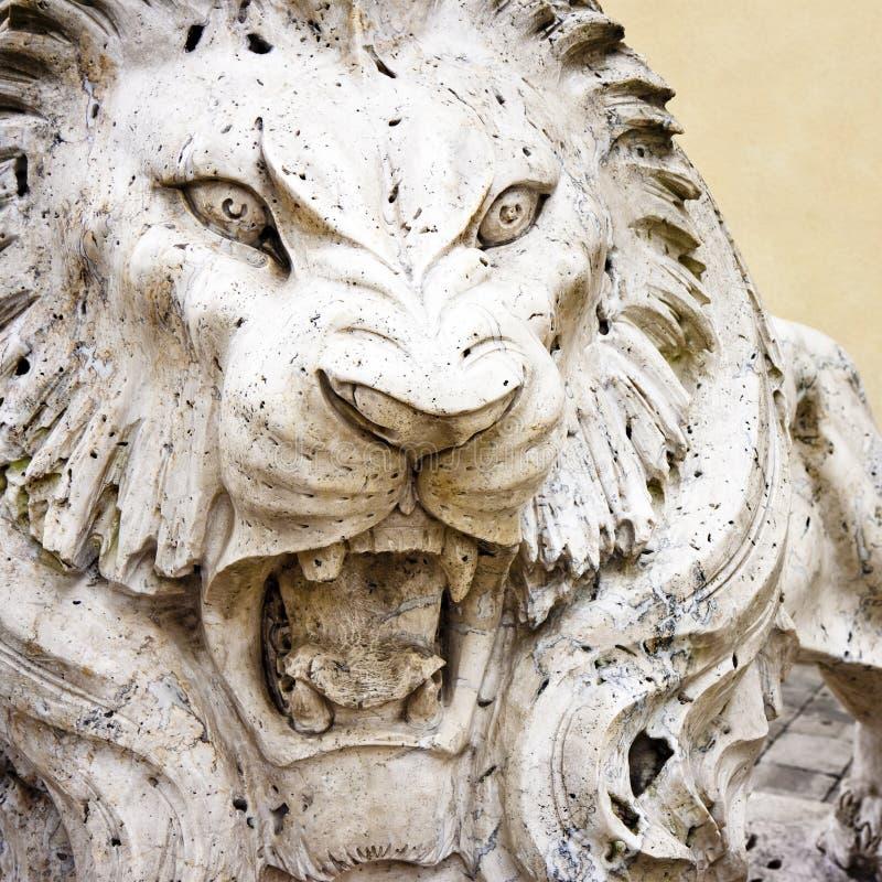 Primo piano dell'immagine capo- del concetto del leone della pietra fotografie stock