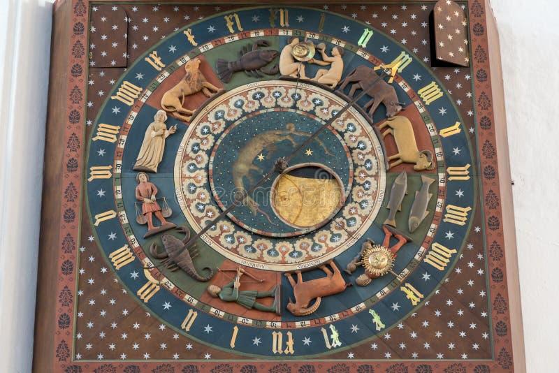 Primo piano dell'orologio astronomico di Danzica a Danzica immagini stock libere da diritti