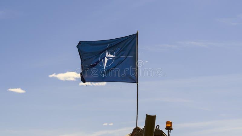Primo piano della bandiera di NATO immagine stock libera da diritti