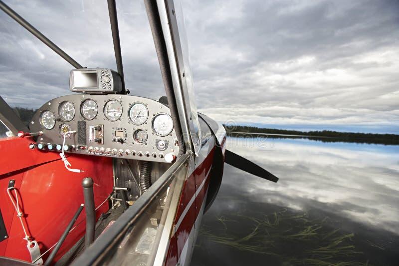 Primo piano della cabina di pilotaggio dell'idrovolante immagine stock