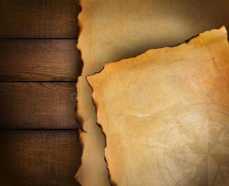 Primo piano della carta pergamena su legno fotografia stock libera da diritti