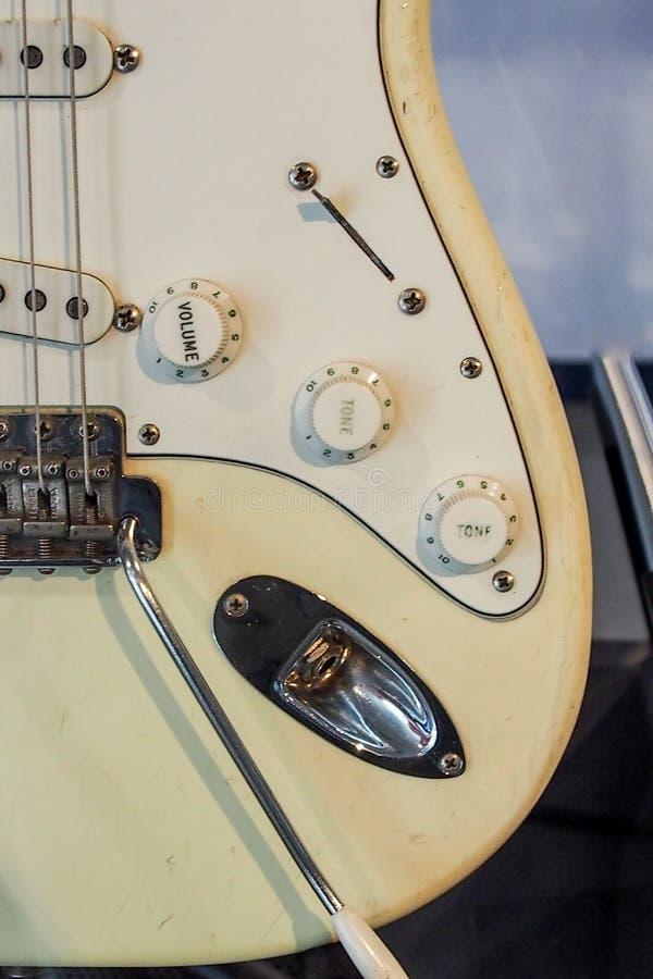 Primo piano della chitarra elettrica fotografia stock libera da diritti